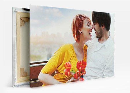 motif couple on holiday on canvas